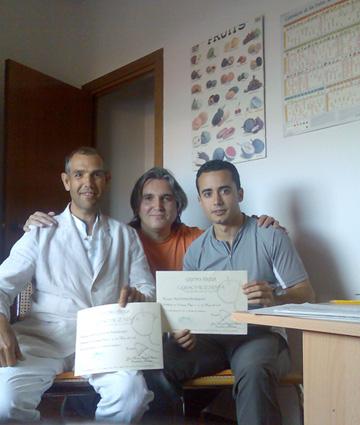José Manuel con dos asistentes a un curso en Centro Higea 88.000 bytes